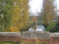 TOUR DE FRANS: Molse Neteroute : De Nete is een tamelijk complexe rivier met enkele bijrivieren en, stroomopwaarts, een opsplitsing in talrijke Neetjes en loopjes. Zo is er de eerste opsplitsing in Lier in de Kleine Nete met de bijrivieren Molenbeek, Aa en Wamp en de Grote Nete met bijrivieren de Wimpe en de Grote Laak. Op de Kleine Nete vind je dan stroomopwaarts de Witte-, Zwarte- en Looiendse Nete en verder op de Witte Nete de Werbeekse- of  Desselse Nete, de Kolkennete.