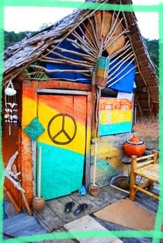 Do hippies live behind that peace symbol? Mundo Hippie, Estilo Hippie, Yoga Studio Design, Surf Shack, Beach Shack, Hippie Love, Hippie Chick, Hippie Things, Hippie Peace