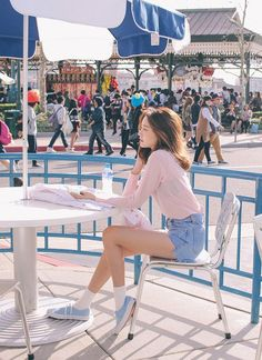 Image shared by . Find images and videos about girl, asian and ulzzang on We Heart It - the app to get lost in what you love. Style Ulzzang, Ulzzang Fashion, Ulzzang Girl, Korea Fashion, Asian Fashion, Girl Fashion, Womens Fashion, Style Fashion, Grunge Style