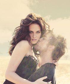 Robert Pattinson and Kristen Stewart..idk why but i like this photo !