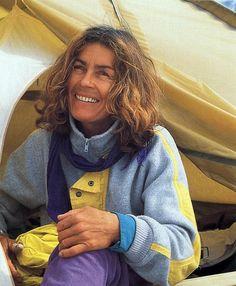 Wanda Rutkiewicz (1943 - 1992) Considerada como la mejor alpinista del S. XX. Fue la 3ª mujer en hollar el Everest (1978) y 1ª en el K2 (1986) sin oxígeno en una trágica expedición. Murió en el Kanchenjunga, que habría sido su 9º ochomil. Marcó los parámetros de lo que sería el alpinismo femenino.