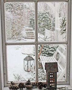 Har jobbet med et spennende fotooppdrag i dag... Og snøen kom som bestilt... Noen ganger er man heldig.. #winterdecor#vintermagi