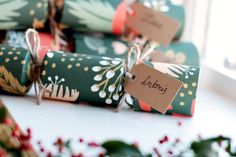 25-xmas crackers-readyb