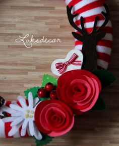 Winter Red White Yarn Felt Wreath with Red Roses, Edelweiss and Reindeer Detail - https://www.facebook.com/Luksdecor