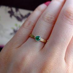 złoty pierścionek BIZOE ze szmaragdem na zaręczyny