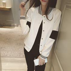 1c2a0db77 2017 casaco novo Primavera cores lazer camisola Coreano preto e branco do  bloco da cor jaqueta do uniforme de beisebol cardigan feminino em Jaquetas  básicas ...