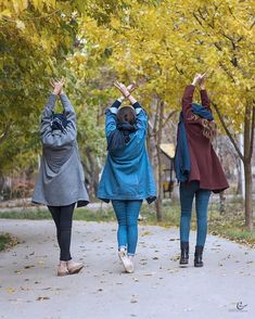 bff people walking, shoes, outdoor and nature - - Friend Poses Photography, Teenage Girl Photography, Girl Photography Poses, Stylish Girls Photos, Stylish Girl Pic, Girl Photo Poses, Girl Poses, Dubai Fashionista, Stylish Photo Pose