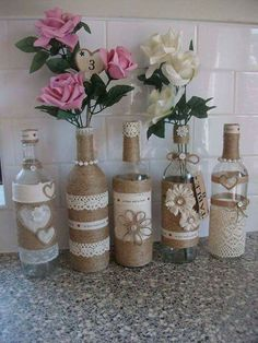 New Shabby Chic Wedding Centerpieces Diy Wine Bottles 47 Ideas Decoration Shabby, Shabby Chic Wedding Decor, Shabby Chic Kitchen Decor, Wine Bottle Art, Wine Bottle Crafts, Wine Bottle Centre Pieces, Center Pieces, Rustic Centre Pieces, Diy Bottle