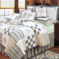 Bright Beach themed quilts with various sealife motifs: starfish, coral and seashells. These quality beach quilt sets are luxury, over-sized, and will enhance your beach bedroom decor. Beach Quilt, Beach Bedding, Coastal Bedding, Coastal Bedrooms, Coastal Living Rooms, Coastal Decor, Luxury Bedding, Coastal Entryway, Coastal Farmhouse
