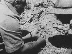 Présentation des découvertes faites par les paléontologues, Marie et Louis LEAKEY, dans les gorges d'Olduvaï. (in french)