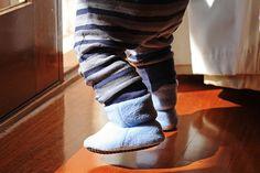 DIY: Baby Polar Fleece Boots - Free Pattern PDF: http://cradleofhopenz.files.wordpress.com/2011/07/coh-pf0021.pdf