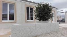 Mur en L préfabriqué pour clôture, béton, pierre reconstituée. Finitions Vignes et Roses.