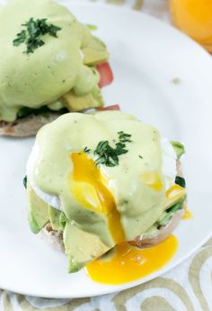 California-Style Eggs Benedict is a lightened up version of the classic. And it&… California-Style Eggs Benedict is a lightened up version of the classic. Avocado Recipes, Egg Recipes, Brunch Recipes, Cooking Recipes, Healthy Recipes, Brunch Ideas, Breakfast Desayunos, Breakfast Dishes, Breakfast Casserole