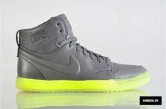 Nike Sportswear Womens Air Royalty Mid (395775-006)