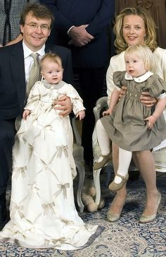 Prince Friso and Princess Mabel with their two girls in happier times. *What is it with Mabel and bows? She had that horrid wedding gown with over 200 bows on it, and now this christening gown with bows printed onto the fabric? Dutch Princess, Princess Mary, Prince And Princess, Royal Brides, Royal Weddings, King Of Netherlands, Royal Dutch, Princess Pictures, Dutch Royalty