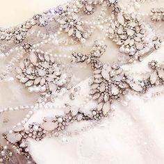 Beautiful embroidery… 息をのむほど美しい♡ 華やかで煌びやかな刺繍は花嫁様憧れのブランド @marchesafashion ならではの1着!! キラッキラの胸元のビジューが花嫁様のトキメキポイントです・:*・:* #goodmorning #magnoliawhite #marchesafashion #bride #weddinggown #weddingdress #gown #bridal #wedding #beautiful #bridalfashion #fashion #elegant #coordinator #instagood #shiny #jewelry #photo #details