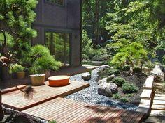 jardin japonais avec plateforme en bois