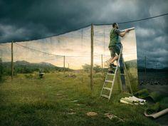 Erik johansson : Artista di grafica digitale che con opere di fotoritocco surrealista inventa illusioni ottiche sfidando le leggi della fisica.
