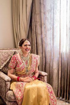A Striking Wedding In Mumbai With A Bride In Dazzling Gold! - A Striking Wedding In Mumbai With A Bride In Dazzling Gold! Bridal Sarees South Indian, Bridal Silk Saree, Indian Bridal Outfits, South Indian Bride, Saree Wedding, Indian Wedding Sarees, Desi Wedding, Chiffon Saree, Backless Wedding