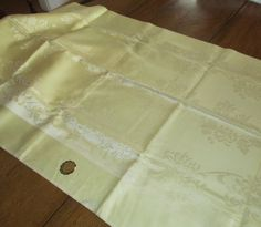 """Vintage Damask Tablecloth Light Yellow  Mid Century 1960s    Excellent Condition 58""""  x 88""""  w tags."""