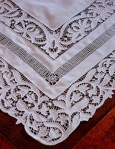 Em's Heart Antique Linens -Monogrammed Antique Layover Shams Cutwork Embroidery, White Embroidery, Vintage Embroidery, Embroidery Stitches, Embroidery Patterns, Crochet Tablecloth, Linens And Lace, Shabby, Lace Patterns