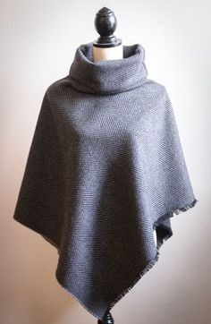 Un poncho, oh, oh oh. Diy Clothing, Sewing Clothes, Diy Vetement, Make Your Own Clothes, Couture Sewing, Refashion, Dame, Fashion Outfits, Clothes For Women