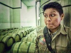 Mmm en la bodegita..! Mucha tentación... #kohlberg #vinoskohlberg #wine  #vinosdealtura #visitafabricaamiga #bodegaskolberg #niñoentiendadedulces #cariñotarijeño
