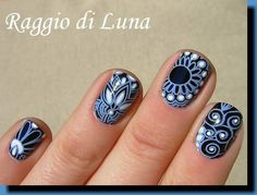 Raggio di Luna Nails: Stamping: Blue flower pattern on black