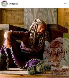 """King Ezekiel mourning the loss of the Kingdom Knights and his beloved Tiger """"Shiva""""  in The Walking Dead S8 Ep06 """"The King,The Widow and Rick"""""""