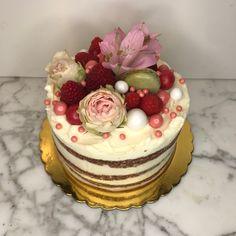 tarta red velvet seminaked decoracion floral Red Velvet, Cupcakes, Floral, Desserts, Food, Fondant Cakes, Lolly Cake, Candy Stations, Tailgate Desserts