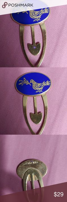 Metropolitan museum of Art gold plated sterling cl Clip or bookmark .32 years old.very few surface scratches,I don't think my mom ever used it.It has blue Enamel between the bird. Mason Other