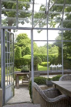 I love sunrooms! I would just about die if I ever lived in a house with a room like this.