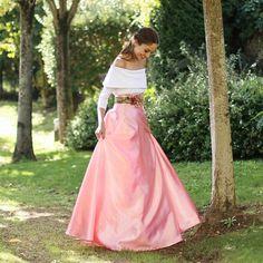 f4f878c749 Falda larga rosa hecha a medida en tela de raso para eventos y bodas