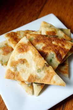 Classic Taiwanese street food, green onion pancakes make for a delicious side or throw an egg on it for a savory breakfast. Savoury Pancake Recipe, Savory Pancakes, Savory Breakfast, Breakfast Dishes, Scallion Pancakes, Onion Recipes, Baking Recipes, Vegan Recipes, Roasted Peppers