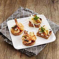 Erilaisia makuja illanistujaisiin saa tekemällä muutaman erilaisen pinchon tarjottavaksi. Kaksi erilaista makuvaihtoehtoa tarjoavat tiikerirapu-pincho ja manchego-manzanapincho, jotka yhdessä täydentävät hyvin toisiaan. Aloita ilta tarjoamalla tiikerirapu-pinchoja ja päätä ilta makeampiin pinchoihin, jossa yhdistyy espanjalaiset maut: manchego-juusto ja omena. Bread, Make It Yourself, Food, Brot, Essen, Baking, Meals, Breads, Buns