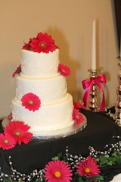 Pink Daisy wedding cake