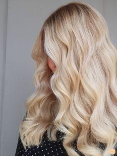Hair Styles for Women That Enhance Their Beauty – HerHairdos Blonde Hair Looks, Blonde Hair With Highlights, Brown Blonde Hair, Blonde Hair Inspiration, Queen Hair, Balayage Hair, Hair Lengths, Stockholm, Pretty Hairstyles