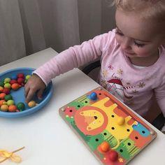 Spoznať farby formou hry je také jednoduché. 🤩 S veselými zvieratkami na drevenej doske Color Mosaic je to veľká zábava. S ktorým zvieratkom to bude, je už na Vás 😉. Hra obsahuje 12 rôznych kartičiek. #lycyandleo #mozaika #drevenehracky #hrackybezplastu #ucimesahrou #uceniehrou #kidilovesk @lucyandleosk Plastic Cutting Board, Instagram