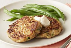 Taste these yummy Zucchini-Salmon Cakes! Enjoy the patties by themselves or pair with a bun and lettuce for a juicy salmon burger. Salmon Recipes, Fish Recipes, Seafood Recipes, Ww Recipes, Detox Recipes, Dinner Recipes, Fish Dishes, Seafood Dishes