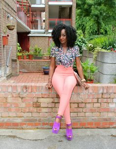 #NaturalHair + colorful blouse + peach pants + lavender strappy heels. This is such a pretty picture.