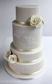 Classic yet modern wedding cake with brush embroidery and sugar roses Wedding Cakes With Cupcakes, Unique Wedding Cakes, Cupcake Cakes, Brush Embroidery Cake, Painted Cakes, Decorated Cakes, Sugar Rose, Here Comes The Bride, Let Them Eat Cake