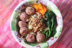 Comment faire Mee Bakso (soupe indonésienne Meatball et nouilles) Indonesian Cuisine, Asian Recipes, Ethnic Recipes, Asian Noodles, Hot Soup, Food Challenge, Asian Cooking, Meatball Recipes, Food For Thought