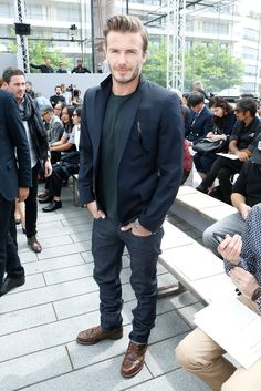 David Beckham at the Louis Vuitton Men's Spring/Summer 2014 Fashion Show. Great casual look! Mode David Beckham, Style David Beckham, Looks Cool, Men Looks, Stylish Men, Men Casual, Casual Boots, Smart Casual, Vogue Fashion