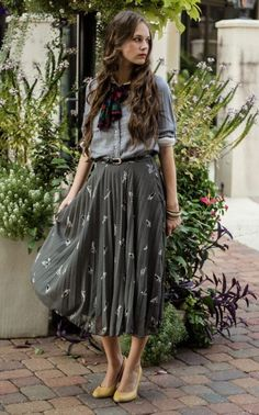 Bird Print Midi Skirt Fall Libby Story Renaissance at Colony Park Tumblr Outfits, Mode Outfits, Skirt Outfits, Fashion Outfits, Womens Fashion, Fashion Trends, Look Boho, Rocker, Zooey Deschanel
