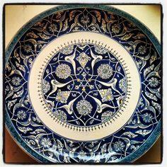 Melike Haliloğlu Antique Plates, Vintage Plates, Ceramic Plates, Turkish Art, Tile Art, Delft, Islamic Art, Pottery Art, Glass Art