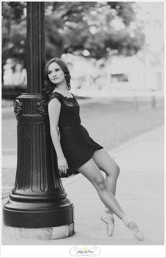 Senior picture ideas for girls, grad pictures, senior sessions, senior, ballerina, senior dancer, Tampa Senior Photographer |© Ailyn La Torre Photography 2014