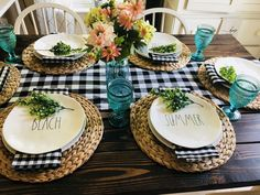 This buffalo check makes my heart happy and my summer tablescape perfect! This buffalo check makes my heart happy and my summer tablescape perfect! Dining Room Table Decor, Deco Table, Dining Room Design, Room Decor, Farmhouse Kitchen Tables, Farmhouse Decor, Antique Farmhouse, Home Interior, Interior Design