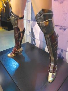 Batman gegen Superman: Dawn of Justice Wonder Woman Stiefel - Game Of Thrones // Games and Movies World // Welcome