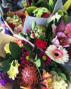 Sweet mixed bunches ready to delight someone! #freshflowers #beautifulbunches #sunshinecoastflorist #aussieworld #sayitwithflowers #flowersforalloccasions #aussieworldflowers