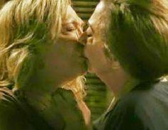 Relembre os melhores beijos das novelas Home Fotos Teresa e Estela em Babilônia. Logo no primeiro capítulos as duas personagens, que eram casadas, trocaram um beijo lésbico.